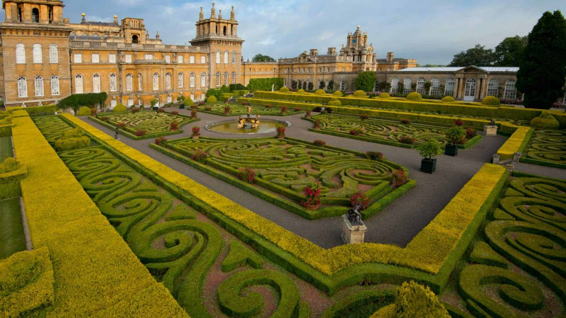 Palaces to visit in England